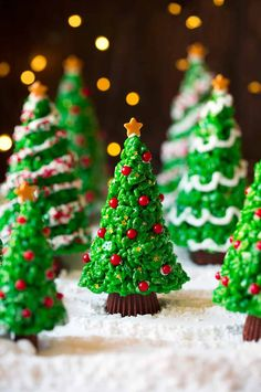 christmas tree: Christmas Tree Rice Krispies Treats Cooking Classy Skirts For Foot Sale Ft: 12 Awesome 11 Christmas Tree Photo Ideas Cute Christmas Desserts, Christmas Desserts Easy, Christmas Chocolate, Christmas Cooking, Christmas Goodies, Holiday Treats, Merry Christmas, Christmas Candy, Christmas Christmas