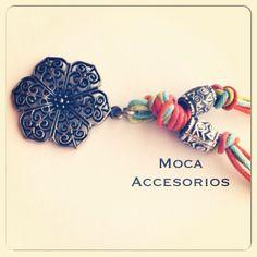 Collar Rosa Medio Largo  #hechoamano #design #trend #colombia #madeincolombia #accesoriosdivinos #mocaaccesorioscolombia #compracolombiano #yocomprocolombiano
