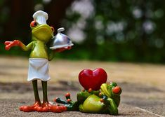 Un'altra idea per mettersi in proprio potrebbe essere il cuoco a domicilio. REQUISITI: Per svolgere l'attività di cuoco a domicilio è necessario essere in possessodei requisiti professionali neces...
