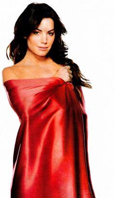 Lois Lane Smallville Red Cape Erica Durance