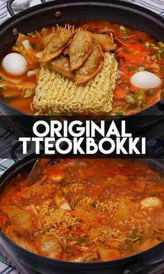 "Cannot say ""I like tteokbokki"" until have The Original Tteokbokki! Recipe and Video! food recipes traditional The Original Tteokbokki Recipe & Video - Seonkyoung Longest Tteokbokki Recipe Easy, Asian Recipes, Healthy Recipes, Easy Korean Recipes, Chinese Recipes, Vegetarian Recipes, Healthy Food, Seonkyoung Longest, Korean Street Food"