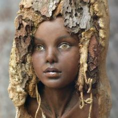 Tatjana Raum and the Wooden Spirit Artist from Germany - This artist does such exquisite faces! Tree Carving, Wood Carving Art, Wood Art, Art Sculpture En Bois, Art Afro, Wooden Figurines, Paperclay, Tree Art, Oeuvre D'art