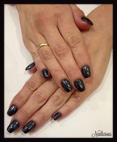 Black mirror nails