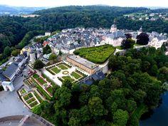 Schloss und Schlossgarten Weilburg an der Lahn Paris Skyline, Mansions, House Styles, Travel, Hessen, Places, Mansion Houses, Voyage, Manor Houses