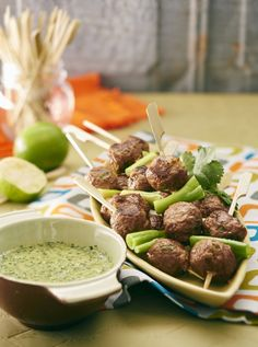 Make a easy pork meatballs recipe as the perfect finger food idea for parties. Serve your pork recipe with a nam jim dressing as a snack idea for entertaining. Easy Canapes, Canapes Recipes, Mince Recipes, Meatball Recipes, Pork Recipes, Asian Recipes, Appetizer Recipes, Ethnic Recipes, Chili