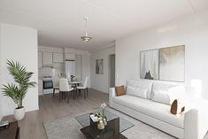 Nyt varsinkin syksyllä päivien pimentyessä moni haluaa lisätä kotinsa valoisuutta. Tämä onnistuu eri vaalean sävyillä, kuten valkoisella, kermalla, beidellä ja vaalean harmaalla. Näin kotisi on samalla lämpimän kodikas, mutta myös mahdollisimman valokas. Tämä olohuone löytyy Tampereelta heti vapaasta asumisoikeuskodista Insinöörinkatu 49:ssä. Oversized Mirror, Furniture, Home Decor, Decoration Home, Room Decor, Home Furnishings, Home Interior Design, Home Decoration, Interior Design