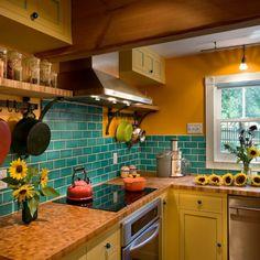 Создать в кухне индивидуальный дизайн и сделать ее не похожей на другие совсем несложно. Описание 15 секретов декораторов на любой вкус и бюджет.
