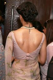 Oh My! Kangana Channelizes the Retro Look in these Pics Oh My! Kangana Channelizes the Retro Look in these Pics New Saree Blouse Designs, Choli Blouse Design, Blouse Designs Catalogue, Blouse Back Neck Designs, Fancy Blouse Designs, Bridal Blouse Designs, Designs For Dresses, Fashion Models, Designer Blouse Patterns
