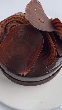 Cake Decorating Frosting, Cake Decorating Designs, Cake Decorating Videos, Cake Decorating Techniques, Cake Designs, Chocolate Garnishes, Food Garnishes, Chocolate Recipes, Chocolate Cake