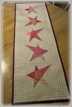 Lovely table runner  - like the quilting