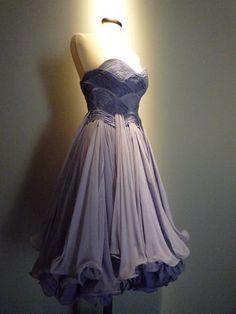 Gattinoni   Robe pour Lana Turner, vers 1957  robe de crêpe de soie de couleur lavande. I'm in LOVE.
