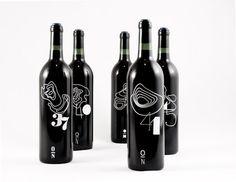Ces conceptions de concept inspiré par la géographie.   33 Brilliantly Designed Wine Bottles
