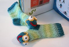 Reading socks for the library's contest (Book worm, kids size)  kaksneljaseitteman.blogspot.fi