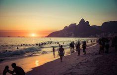 Vamos fazer algo que é muito útil para o turista que visita a cidade do rio de janeiro, vamos mostrar as 6 melhores praias do Rio de Janeiro. Botanical Gardens, Cathedral, Places To Visit, Tours, Park, Beach, Water, Travel, Outdoor