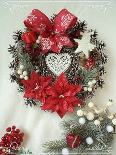 Piros mikulásvirágos ajtókopogtató (Albertina) - Meska.hu Christmas Wreaths, December, Holiday Decor, Diy, Home Decor, Christmas Garlands, Homemade Home Decor, Holiday Burlap Wreath, Bricolage