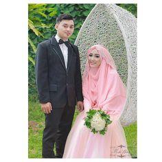 Post akad photosession... Hihihi... Kami jg menerima makeup penyewaan busana untuk photoshoot after wedding ...  Captured by @masbeahmad  #syariwithmirthawedding  #mirthawedding #bride #wedding #weddingdress #bridedress #kebaya #likeforlike #l4l #kebayamodern #muslimahwedding #hijab #hijabdress #pernikahan #inspirasikebaya #makeup #weddingmakeup #bridemakeup #gown #weddinggown #like4like #kebayapernikahan #akadnikah #fashion #kebayaakad #syaribride #gaunpengantinmaid #weddingku #weddings by…