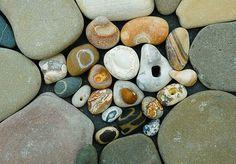 Stones with circles, holes, lines by Jos van Wunnik, Anse St. Pebble Stone, Pebble Art, Stone Art, Beach Rocks, Beach Stones, Hag Stones, Rock And Pebbles, Rock Crafts, Stone Crafts