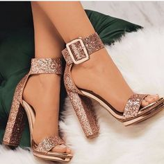Sequin Open Toe Line-Style Buckle Platform Prom Sandals Pailletten Open Toe Line-Style Schnalle Plattform Prom Sandalen The post Pailletten Open Toe Line-Style Schnalle Plattform Prom Sandalen & Shoes appeared first on Shoes . Cute Heels, Lace Up Heels, Rose Gold Heels, Glitter High Heels, Sparkly Heels, Glitter Uggs, Glitter Nikes, Pretty Heels, Glittery Nails