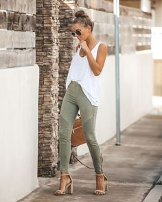 Fashion Tips Outfits Motorcycle Jeggings Olive.Fashion Tips Outfits Motorcycle Jeggings Olive Trajes Business Casual, Business Casual Outfits, Casual Winter Outfits, Casual Summer, Summer Business Casual, Casual Date Night Outfit Summer, Church Outfit Summer, Church Outfits, Summer Work Outfits