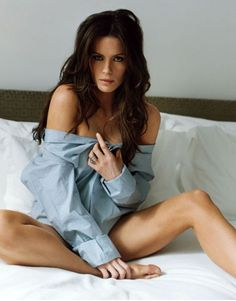 """""""Sexy Vampire Mistress"""" Kate Beckinsale (Sexy as hell, but deadly with 2 guns)."""