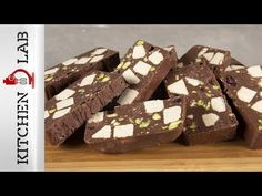 Chocolate halva log by the Greek chef Akis Petretzikis. Make easily and quickly this recipe for a flavorful dessert with chocolate, vanilla halva, and tahini! Greek Recipes, Desert Recipes, My Recipes, Healthy Recipes, Sweet Desserts, Delicious Desserts, Halvah Recipe, Tahini Recipe, Food Log