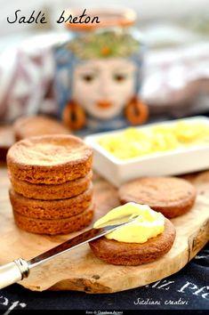 Pasta frolla bretone, o sablé breton. Una volta provato questo tipo di pasta frolla non tornerete più indietro: si tratta di un impasto friabilissimo, molto ricco di burro e decisamente più sapido …