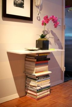 DIY table held up by old books. I know I have enough old books to do this! Book Furniture, Book Table, My New Room, Book Crafts, End Tables, Wall Tables, Decoration, Repurposed, Sweet Home