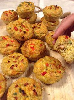 Panelinha de Sabores: Muffins salgados de bacon de peru (sem glúten) Fiz... Bacon, Scones, Good Food, Food And Drink, Low Carb, Gluten, Bread, Breakfast, Tarts