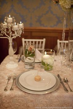 Planning: By Design Weddings - Photo: Kim Kalyn Photography - Decor: Charming Decor Event Design - Floral: Sea of Bloom
