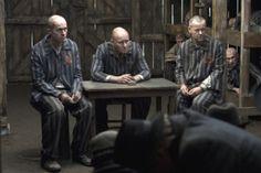 """""""God on Trial"""".  Nesse filme, um grupo de judeus no campo de concentração de Auschwitz decide colocar no banco dos réus aquele que julgam responsável por sua situação: Deus."""