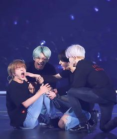 taehyung's gay – Typical Miracle Foto Bts, Bts Jungkook, Bts Maknae Line, Bts Group Photos, V Bts Wallpaper, Vkook, Bts Beautiful, Bts Aesthetic Pictures, Bts Playlist