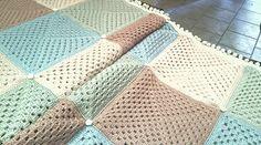 Coperta crochet in pura lana.Per informazioni visita la pagina facebook di Officina67 o invia e,mail a officina67@libero.it