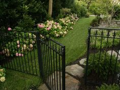 Side yard idea for client who wants black fence - Modern Design Landscaping Images, Fence Landscaping, Fence Design, Garden Design, Black Fence, Aluminum Fence, Garden Gates, Plein Air, Dream Garden