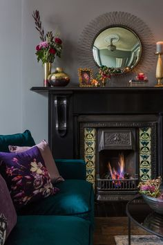 Victorian Fireplace Design - - Looking to modernise & update your Victorian home decor but not sure where to start? We've got top tips on how to get going with your period home revamp. Victorian Living Room, Victorian Home Decor, Victorian Fireplace, Victorian Design, Boho Living Room, Victorian Homes, Living Room Decor, Modern Victorian Bedroom, Living Rooms