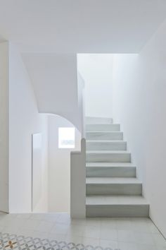 Super Stairs Painted White Home Ideas Modern Interior, Interior And Exterior, Interior Design, Interior Stairs, Interior Architecture, Stairs Painted White, White Walls, Escalier Design, House Stairs