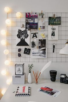Alvhem mäkleri. Skrivbord. Workspace | love the grid at the back as inspiration board
