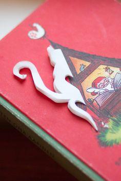 Enimmäkseen poutaa: Paperinen lumihiutale kissateemalla, ohjeet ja malli Paper Snowflake Designs, Snowflake Cutouts, Paper Snowflakes, Diy And Crafts, Crafts For Kids, Arts And Crafts, Malli, Create A Board, Birthday Candles