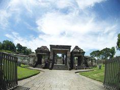 The Magnificence of Ratu Boko Temple  #temple #palace #ratuboko #jogja #explorejogja #trip #instatrip #travelgram  #travel #traveling  #indonesia #history #instagood #instalike #weekend #wheretogo #holiday #backpacker #detailjogja #mtma #bluesky #skyporn #photooftheday #bpro #bricaalphaplus #actioncam #bricaindonesia  @brica.indonesia by putrashajim http://bit.ly/AdventureAustralia