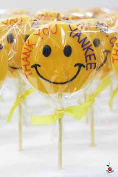 Smiley Cookie Pops Icing cookie pops