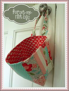 Free Sewing Pattern ~ Forget-Me-Not bag. Love the vintage modern fabrics