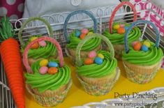 Frost your favorite cupcakes with green icing and push a Sour Punch Straw in for the handle. Add some jelly beans on top and you have cute Easter basket cupcakes. Easter Cupcakes, Easter Cookies, Easter Treats, Easter Snacks, Easter Cake, Flower Cupcakes, Easter Food, Christmas Cupcakes, Holiday Desserts