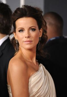 Kate Beckinsale Short White Dress Pictures at Grammys 2012 ...