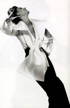 Photograph by Gian Paolo Barbieri for Gianfranco Ferre advertisement, Fall/Winter 1991. Model: Aly Dunne. ©GIANPAOLOBARBIERI. [Low resolution image.]