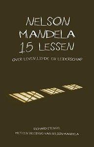 Wat kunnen we leren van het leiderschap van Mandela? Richard Stengel is erin geslaagd om de manier van kijken en handelen van Mandela te bundelen in 15 thema's, of inspirerende lessen zoals hij ze noemt. Hij beschrijft wat in Mandela's hoofd in bepaalde situaties omgaat. Zo zijn het bouwstenen geworden die u kunt gebruiken in situaties waarin u leiderschap wilt tonen.