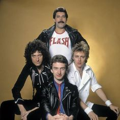 Check out his super manly Flash shirt. 22 Reasons Why Freddie Mercury Was The Most Legendary Man Ever John Deacon, Queen Freddie Mercury, Queen Band, I Am A Queen, Save The Queen, Queen Queen, Freddie Mercuri, Dibujos Toy Story, Roger Taylor