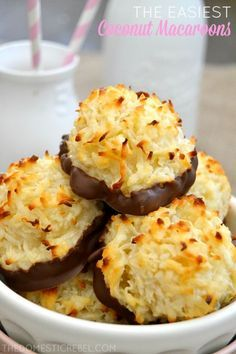 These are the EASIEST Coconut Macaroons you'll ever make! Only 5 simple ingredie… These are the EASIEST Coconut Macaroons you'll ever make! Only 5 simple ingredients you probably have on hand produces the chewiest, sweetest cookies! Cookie Desserts, Just Desserts, Delicious Desserts, Dessert Recipes, Passover Desserts, Passover Recipes, Frosting Recipes, Appetizer Recipes, Coconut Recipes