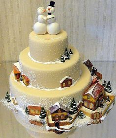 Gingerbread snowmen and houses figures on Christmas cake.looks like a lovely winter wedding cake! Christmas Wedding Cakes, Christmas Cake Decorations, Holiday Cakes, Winter Wedding Cakes, Cupcake Wedding, Christmas Themes, Pretty Cakes, Cute Cakes, Beautiful Cakes