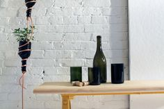 Cool Diy Herb Garden Of Reused Wine Bottles - Shelterness Wine Bottle Art, Diy Bottle, Wine Bottle Crafts, Wine Bottles, Bottle Garden, Glass Bottles, Hanging Herb Gardens, Hanging Herbs, Diy Hanging