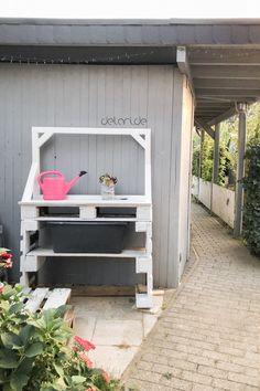Pflanztisch DIY - upcycling - delari Pallet Projects, Diy Projects, Diy Upcycling, Garage Doors, Backyard, Outdoor Decor, Beautiful, Home Decor, Sad