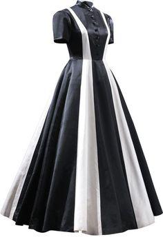 ESENCIAL - Evening dress in black and ivory satin. 1939. Worn by Rita María Fernández-Rivera y Gómez.